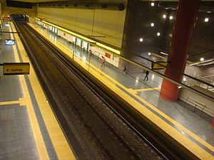Parque Patricios (Buenos Aires Underground) - Image: Estación Parque Patricios Vista lateral 1