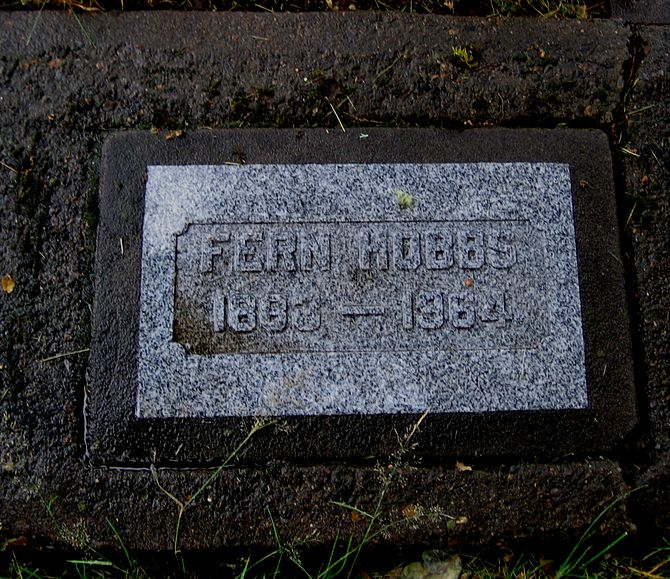 English: Grave marker of Fern Hobbs at Hillsbo...