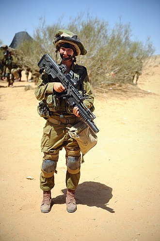 M203 grenade launcher - A female Israeli soldier with IMI Tavor-21 rifle attached with M203 grenade launcher