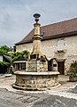 Fountaine aux dauphins Autoire 01.jpg
