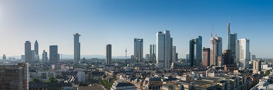 Udsigt over Frankfurts skyline i juli 2013.
