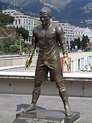 180px-Funchal_CR7_Statue.JPG
