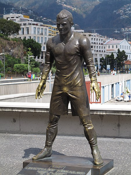 File:Funchal CR7 Statue.JPG