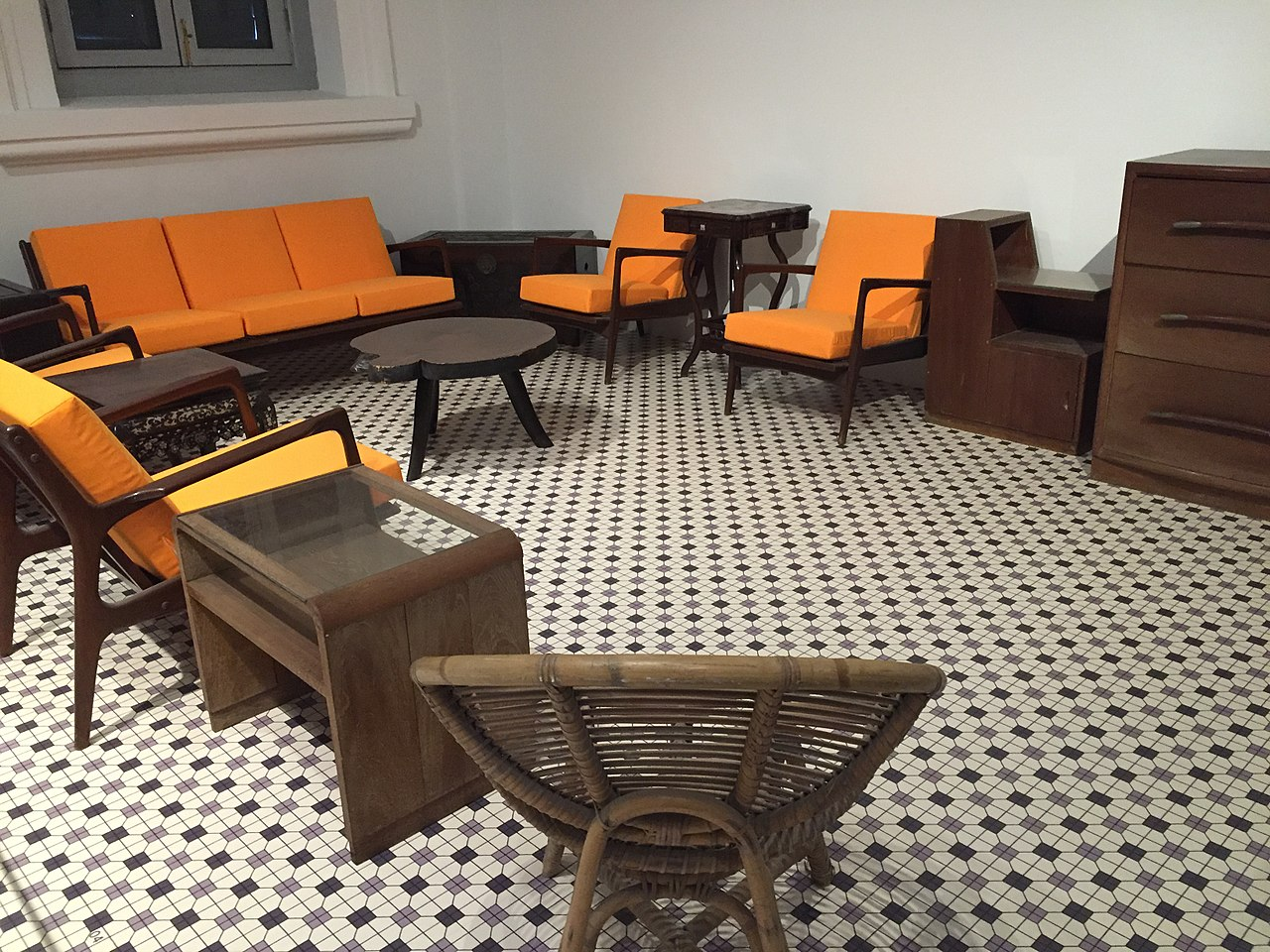 File:Furniture From 38 Oxley Road, National Museum Of Singapore    20151213