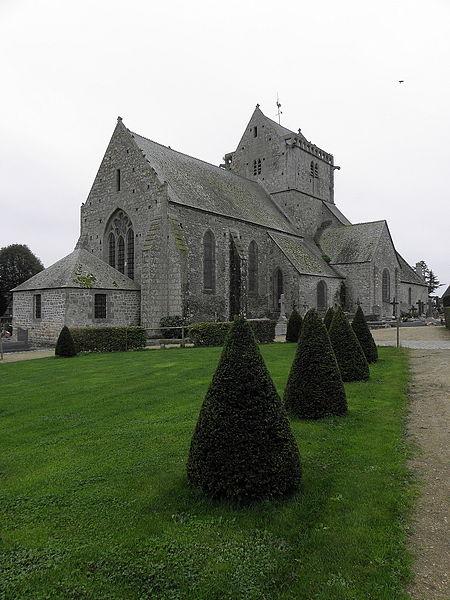 Chevet et flanc nord de l'église Notre-Dame de Genêts (50).