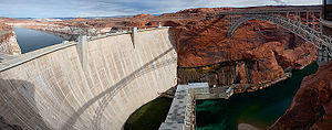 English: Glen Canyon Dam and Bridge from the O...
