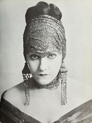 Gloria Swanson - A 1919 portrait