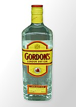 Gordons London Dry Gin im Regal.jpg