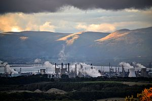 Grangemouth Refinery - Refinery from the Bathgate Hills