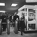 Gratis in metro in Rotterdam. Drukte op het Beursstation. Oefening bij de kaartj, Bestanddeelnr 920-9631.jpg