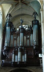 Great organ Saint-Etienne-du-Mont.jpg