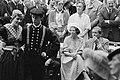 Groningen is de eerste provincie die koningin Beatrix en prins Claus na de inhul, Bestanddeelnr 930-8753.jpg