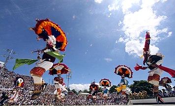 e044d1d3d5 Danza de la pluma - Wikipedia