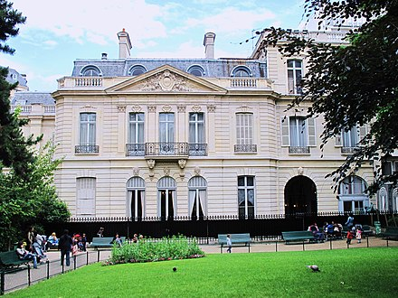 The reconstructed Hotel Thiers on Place Saint-George in Paris Hotel Thiers jardins.jpg