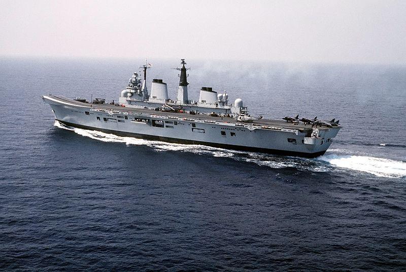 800px-HMS_Invincible_(R05)_Dragon_Hammer