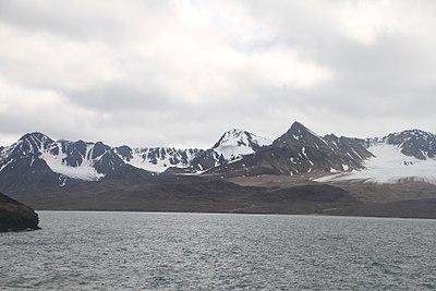 Haakon VII Land Generalfjella IMG 6119 Flakbrekammen.JPG
