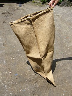 inexpensive bag made of hessian, or polypropylene