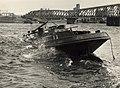 Het Noordzeekanaal met de Velserspoorbrug, ca.1955 De loogtoren van de papierfabriek van Van Gelder is in 1960 opgeblazen. Identificatienummer 54-050383, NL-HlmNHA 1478 25900 K 38.JPG