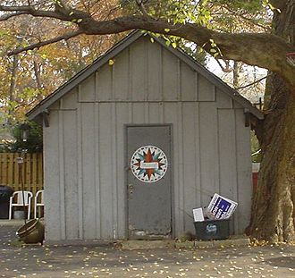 Hex sign - A simple hex sign in the form of a compass rose on a suburban shed