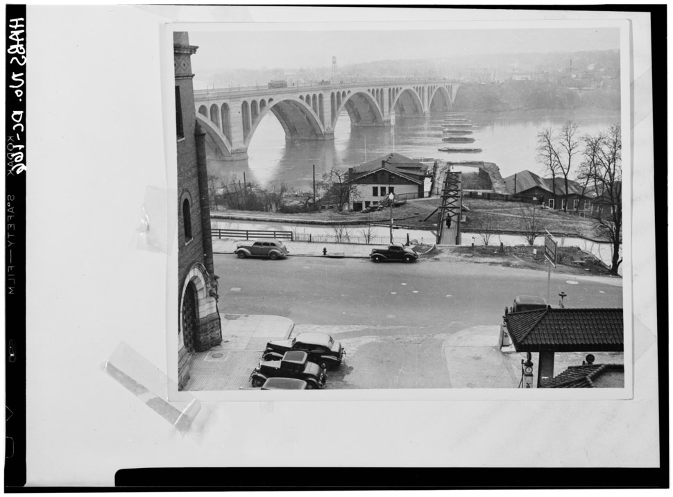 Historic American Buildings Survey Photocopy from National Park Service files POTOMAC AQUEDUCT PIERS c. 1940 - Potomac Aqueduct, Georgetown abutment at Georgetown waterfront, HABS DC,GEO,1-20