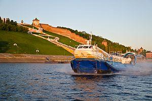 Hivus-48 hovercraft opposite the Nizhniy Novgorod Kremlin.jpg