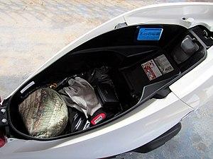 Honda PCX - Image: Honda PCX150 2013 Storage