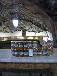 b30447bad برطمانات «العسل الأسود» وعسل النحل في مصر