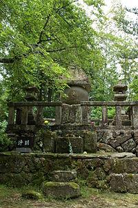 Horio Yoshiharu tomb.JPG