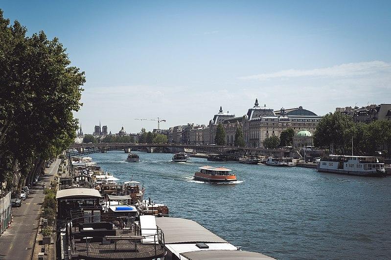 File:Hot summer day in Paris, 8 July 2017.jpg