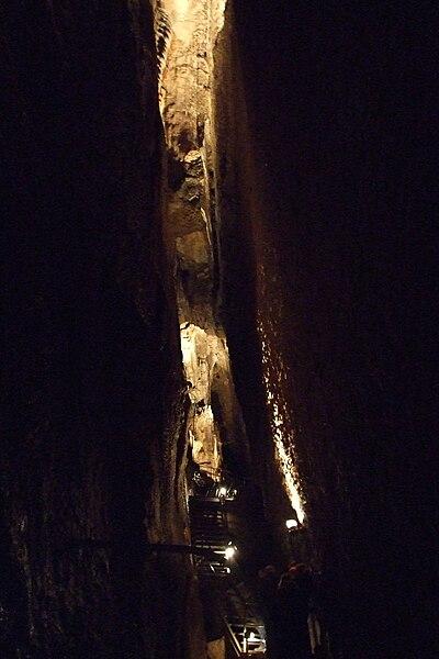 Hotton-Caves-8.JPG