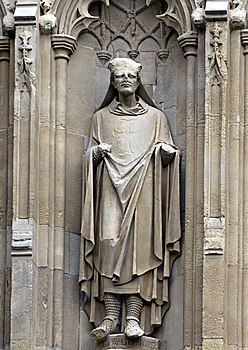 Hubert Walter statue, Canterbury Cathedral (cropped).jpg