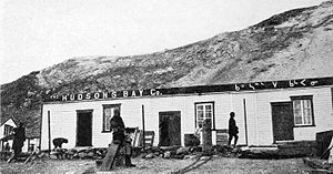 Kimmirut - Image: Hudson's Bay Company in Lake Harbour (now called Kimmirut), Baffin Island (1922)