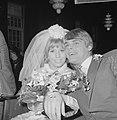 Huwelijk Willeke Alberti en Joop Oonk te Amsterdam, aankomst Stadhuis, Bestanddeelnr 918-6130.jpg