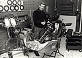 In een voormalige garage aan de Generaal de la Reijstraat nr. 15 is Hans Koelemeijer onlangs gestart met zijn Karting Centrum Haarlem. Aangekocht van fotograaf C. de Boer. - Negatiefnummer 2, NL-HlmNHA 54011486.JPG