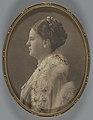 Ingelijste portretfoto Wilhelmina (ovaal), RP-F-00-6917-17.jpg