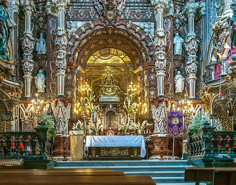 File:Interior Basilica de las Angustias Granada.jpg