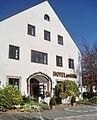 Ismaning (Hotel und Gasthof zur Mühle, Kirchplatz 3, 20.10.08).jpg
