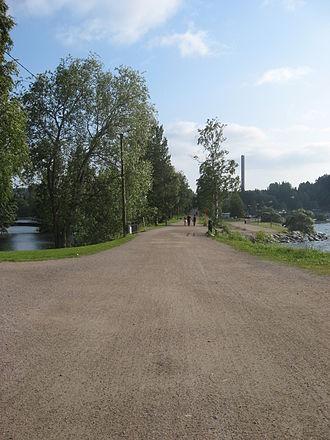 Vesijärvi - Road that separates Pikku-Vesijärvi from Vesijärvi