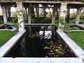Jardín de rosas, estanque, Parque del Oeste, Madrid, España, 2015 04.JPG