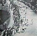 Jeux Olympiques de 1908, départ du Marathon dans les jardins du Château royal de Windsor.jpg