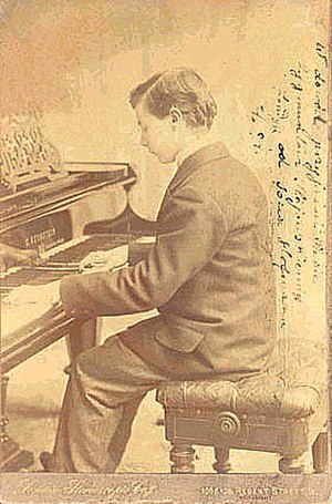 Josef Hofmann - Hofmann as a young man at the keyboard