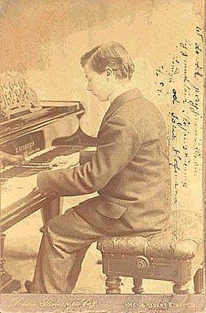 Josef Hofmann - Hofmann as a young man at the keyboard