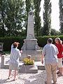 Joncourt (Aisne) monument au morts au cimetière.JPG