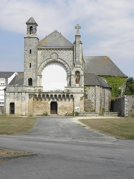 Église Saint-Martin de Josselin (56). Vue méridionale de la façade principale.