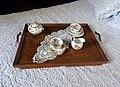 Juego de té sobre cama 01.jpg