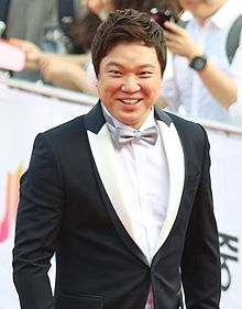 Jung Sung-hwa on the red carpet of The Musical Awards, 3 June 2013.jpg