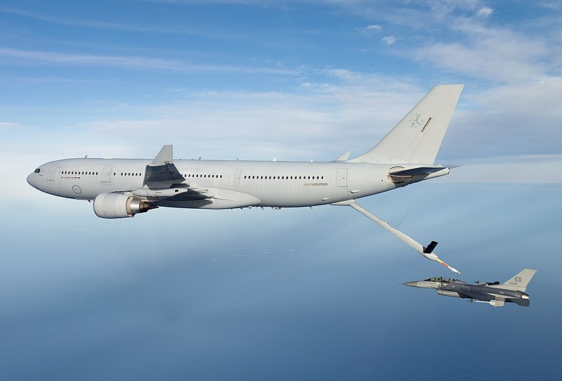 KC-30 A39-002 refuelling an USAF F-16 (cropped).jpg