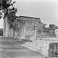 Kapernaum Gezicht op de gedeeltelijk gereconstrueerde synagoge uit de derde eeu, Bestanddeelnr 255-1530.jpg