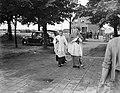 Kardinaal de Jong aankomst te Den Briel, t.g.v. de processie ter herdenking van , Bestanddeelnr 902-8361.jpg