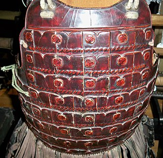 Laminar armour - Kiritsuke iyozane dō (laminar cuirass), constructed with horizontal rows (bands) of armor plates laced together in a manner that simulates the scales (kozane) of lamellar armor.